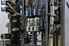 Hydraulikoljastation på maskinhjälpmedlet på industriell utrustning Smörjningssystem med olja under tryck royaltyfria bilder