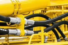 Hydraulikrör och dysor, traktor royaltyfria bilder