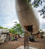 Hydraulisch betriebene einziehbare Fahrwerk-Fahrgestelle von Flugzeugen auf Flugzeug-Friedhof oder Friedhof stockbild