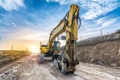 Hydraulische hamer die aan de werken van de weguitbreiding werken royalty-vrije stock foto