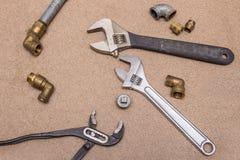 Hydraulische hulpmiddelen - regelbare sleutels Messing en staalhulpmiddelen en montage royalty-vrije stock foto