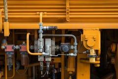 Hydraulische Rohre, Installationen und Hebel auf Bedienfeld des Anhebens Lizenzfreie Stockfotos