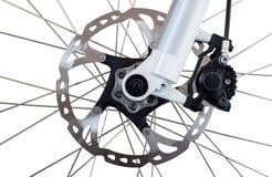 Hydraulische vordere Scheibenbremse auf Mountainbike Getrennt auf einem weißen Hintergrund lizenzfreies stockbild