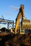 Hydraulischer Exkavator bei der Arbeit Lizenzfreie Stockbilder