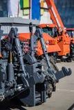Hydraulisk hake Hydraulisk lyftande ram Bakre mekanism för att fästa skuggad utrustning av traktoren arkivbild