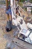Hydraulisk hammareborrandemaskin på konstruktionsplatsen Arkivbilder