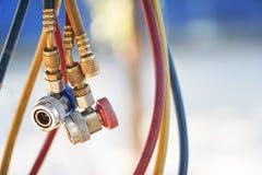 hydrauliska linjer orange regntraktor för detalj Royaltyfria Foton