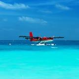 Hydravion jumel de loutre chez les Maldives Photographie stock