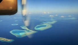 Hydravion volant au-dessus des Maldives Photographie stock libre de droits