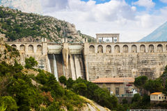 Hydro-electric power station on  river Stock Photography