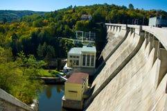 Hydro-elektrische machtsdam op Vranov. Stock Fotografie