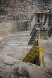 hydroelektrisk spillway för fördämning royaltyfria foton