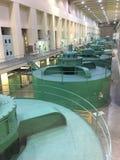 Hydroelektriska turbiner på den storslagna Coulee fördämningen i Washington royaltyfria bilder