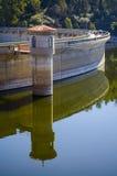 Hydroelektriskt fördämningtorn fotografering för bildbyråer