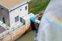 Hydroelektriskt vatten arkivbilder