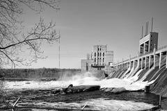 Hydroelektryczna stacja rzeką Zdjęcie Stock