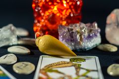 Hydrognomonia kryształy & wahadło Zdjęcie Royalty Free