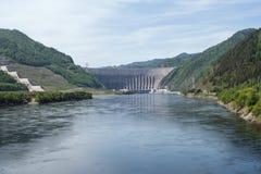 HydroKrachtcentrale sayano-Shushenskaya op de Rivier Yenisei Royalty-vrije Stock Afbeelding