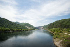 HydroKrachtcentrale sayano-Shushenskaya op de Rivier Yenisei Stock Afbeelding