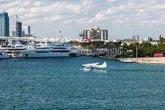 Hydroplan jachtami Zdjęcia Royalty Free