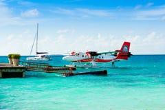 Hydroplane blisko drewnianego mola Fotografia Stock