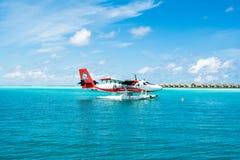 Hydroplane dans l'eau clair comme de l'eau de roche de turquoise Photos stock