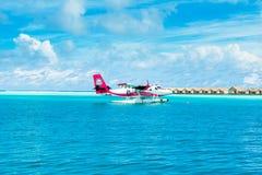 Hydroplane dans l'eau clair comme de l'eau de roche de turquoise Photo stock