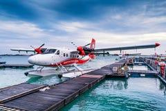 Hydroplane på den manliga flygplatsen Royaltyfri Bild