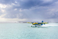 Hydroplane på den manliga flygplatsen Arkivfoton