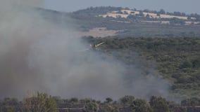 Hydroplane som skriver in lös brandrök i 4k stock video