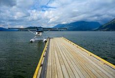 Hydroplane wiążący stary drewniany wodny aerodrom obrazy stock