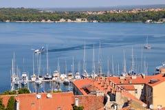 Hydroplanelandung auf dem Wasser im Hafen von Pula Lizenzfreies Stockfoto