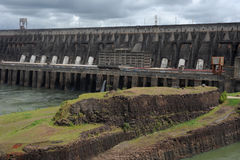 Hydropowerfördämning av Itaipu Royaltyfria Bilder