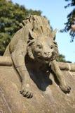 Hyenabeeldhouwwerk, Dierlijke Muur van het Kasteel van Cardiff stock foto's
