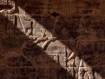 Hyeroglyphs de Isis Goddess e de Horus no templo de Philae em Aswna Egito imagens de stock royalty free