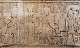 Hyeroglyphs egípcios antigos no templo de Kom Ombo, Egito imagens de stock royalty free