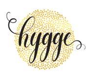 Hygge在金黄圈子微粒背景的手字法 属于片刻并且享受简单的事概念 库存照片