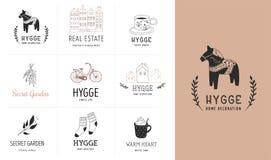Hygge - απλή ζωή σε δανικά, συλλογή συρμένων των χέρι κομψών και καθαρών λογότυπων, στοιχεία διανυσματική απεικόνιση