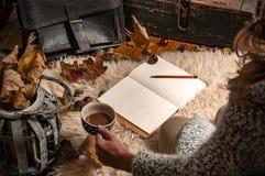 Hygge, paisaje nostálgico en otoño Imagen de archivo libre de regalías