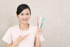 Hygiéniste dentaire de sourire photos libres de droits