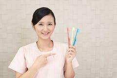Hygiéniste dentaire de sourire photographie stock libre de droits