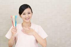 Hygiéniste dentaire de sourire images stock