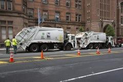 Hygiene-LKWs für das Sammeln des Abfalls NYC lizenzfreies stockbild