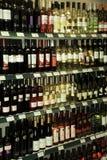 Hyllor av vin Royaltyfria Bilder