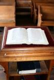 Hymnal pioneiro da igreja Imagens de Stock