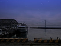 HYOGO, JAPAN - 9. MAI 2015: Nachtszene von Jenova-Linie Hafen auf Awaji-Insel, Hyogo Lizenzfreies Stockbild