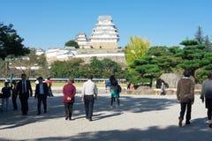 Hyogo JAPAN - Oktober 25, 2017: Det finns många turister som besöker den Himeji slotten, är en berömd turist royaltyfria foton