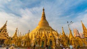 Hyper Zeitspanne um goldene Shwedagon-Pagode von Rangun Myanmar stock video