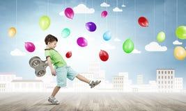 Hyperaktives glückliches Kind Lizenzfreies Stockfoto