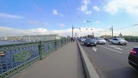 Hyperlapse από τον οβελό του νησιού Vasilyevsky μέσω της γέφυρας παλατιών θόλος Isaac Πετρούπολη Ρωσία s Άγιος ST καθεδρικών ναών απόθεμα βίντεο